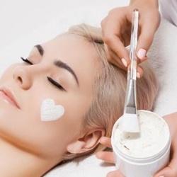 دکتر آنوش شفیعی متخصص پوست مو زیبایی پیلینگ